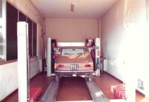 revisione auto presso Porrettana Gomme: foto storica, immagina come fare il bollo auto nel 1950
