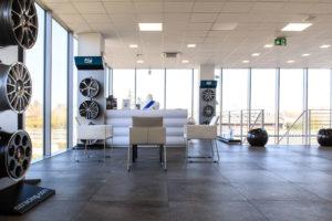 Uffici Porrettana Gomme da più di 50 anni esperti di gomme auto, pneumatici invernali, revisione auto revisione moto, rinnovo patenti e bollo auto.
