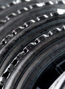 Servizi di qualità presso Porrettana Gomme: pneumatici invernali, gomme auto, revisione auto e revisione moto, E bike, bollo auto, rinnovo patenti e molto altro ancora.